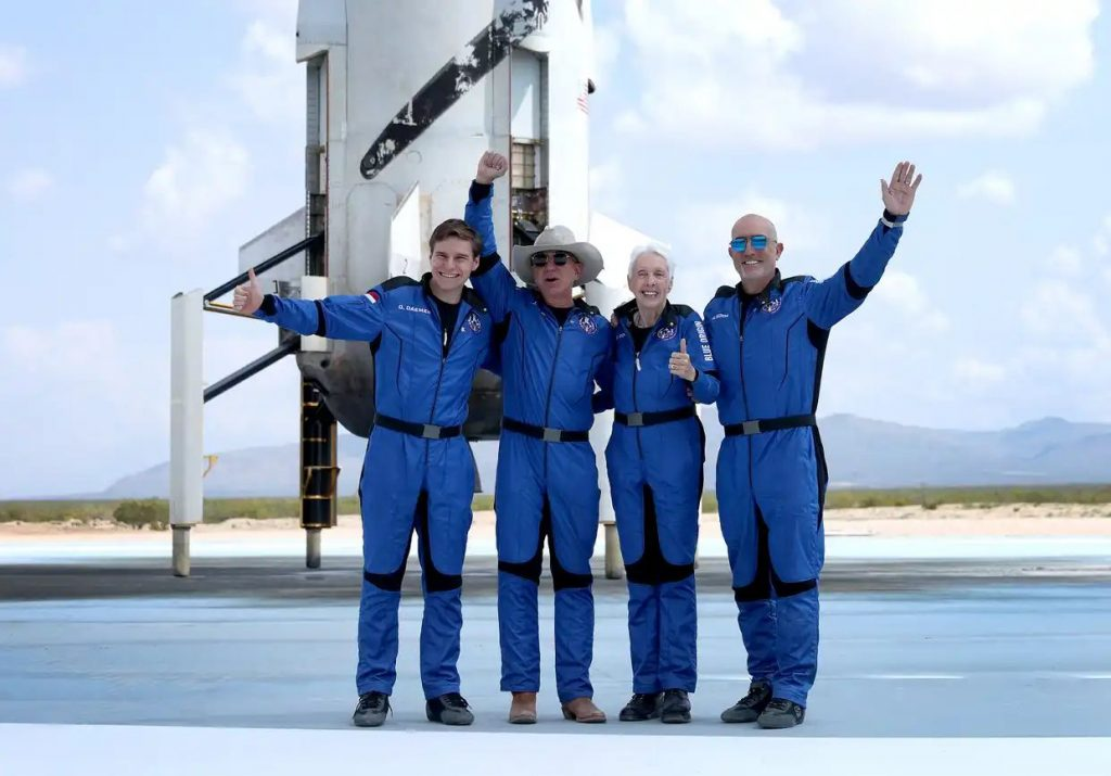 Blue Origin's New Shepard crew (L-R) Oliver Daemen, Jeff Bezos, Wally Funk, and Mark Bezos pose for a picture after flying into space in the Blue Origin New Shepard © Joe Raedle/Getty Images