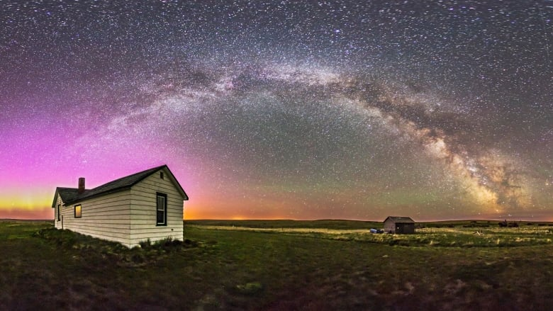 A 360-degree panorama of the night sky and prairie landscape from the Visitor Centre and farmyard at the Old Man on His Back Prairie & Heritage Conservation Area in southwest Saskatchewan. (Alan Dyer/NCC)
